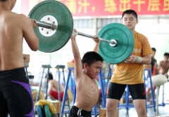 pb-120723-weightliftingChina-02.photoblog900