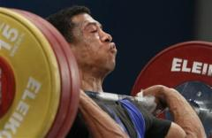 A lifter tucking his chin so that the bar can go right up.